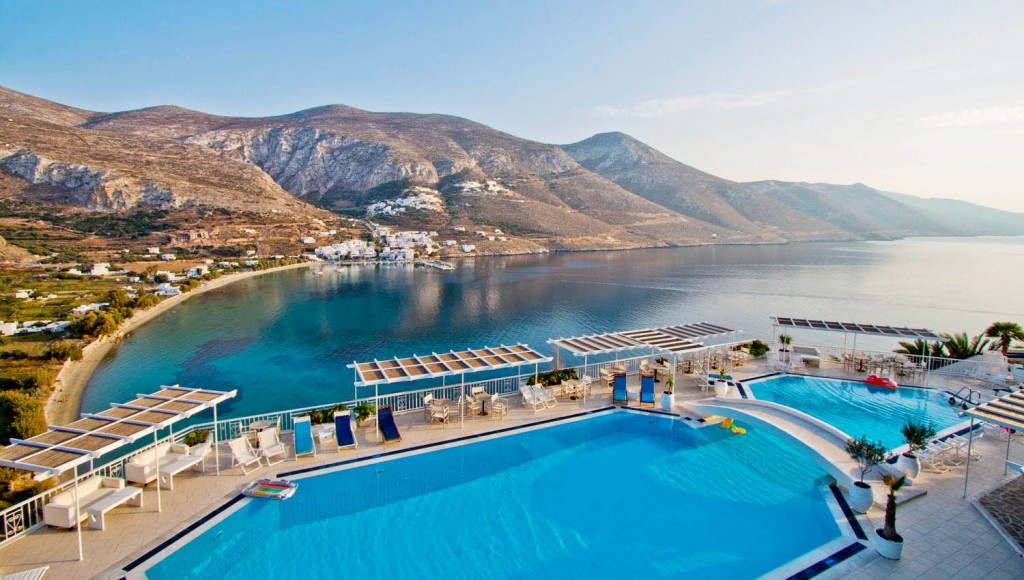 Aegialis-Hotel-Spa-swimming-pool-view-on-Aegiali-bay-1024x580